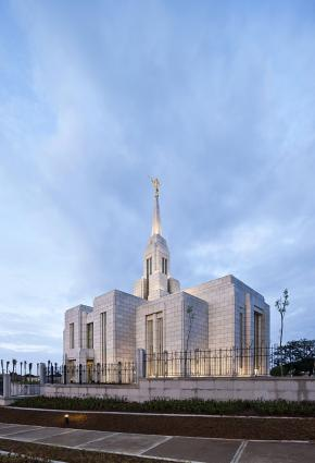 Mormon temple cebu city 1.jpg