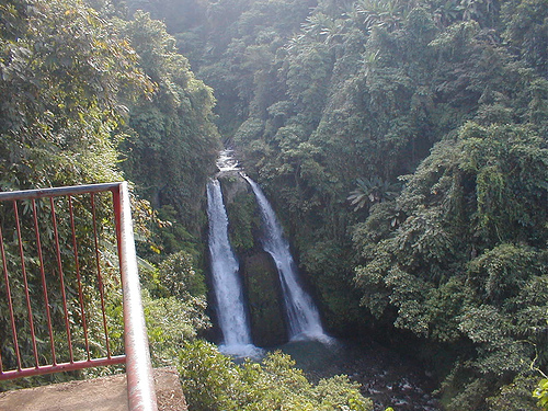 File:KIPOT FALLS BAGO CITY NEGROS OCCIDENTAL.jpg