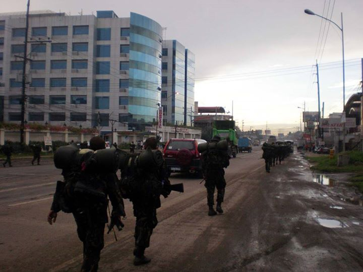 File:4th Infantry Division troopers based in Bgy. Patag, Cagayan de Oro city on a forced march pass near the Capitol University Medical City in Bgy. Lapasan.jpg