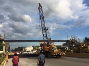 Installation of the overpass at the Integrated Bus Terminal in Divisoria.jpg