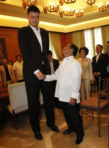 Yao Ming and Jojo Binay.jpg