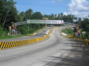 Kidapawan welcome arch.jpg