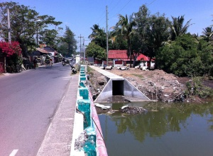 This is a new sewer drainage system in Villa, Iloilo City It drains directly into the Batiano River. From a public health perspective, this is progress. It gets septage and storm water out of neighborhoods and into the river.jpg