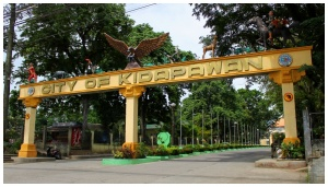 Kidapawan Arch to City Government offices.jpg