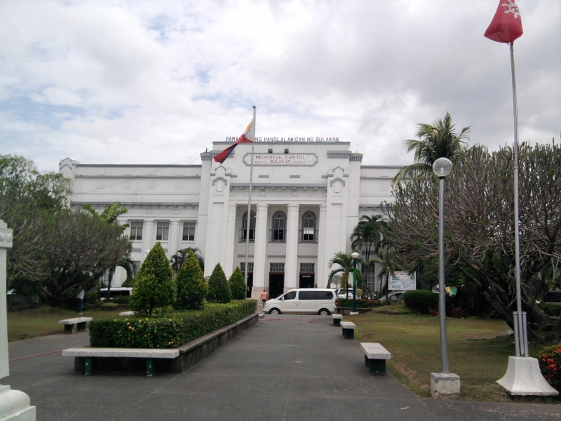 File:Provincial Capitol Of Bulacan in Malolos City.jpg