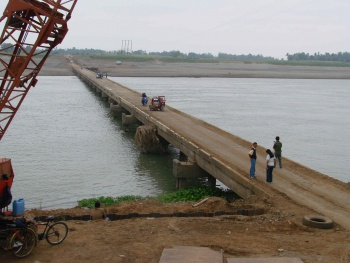 Cansan-Bagutari Overflow Bridge connecting municipalities of Cabagan and Sto. Tomas, Isabela Province.jpg